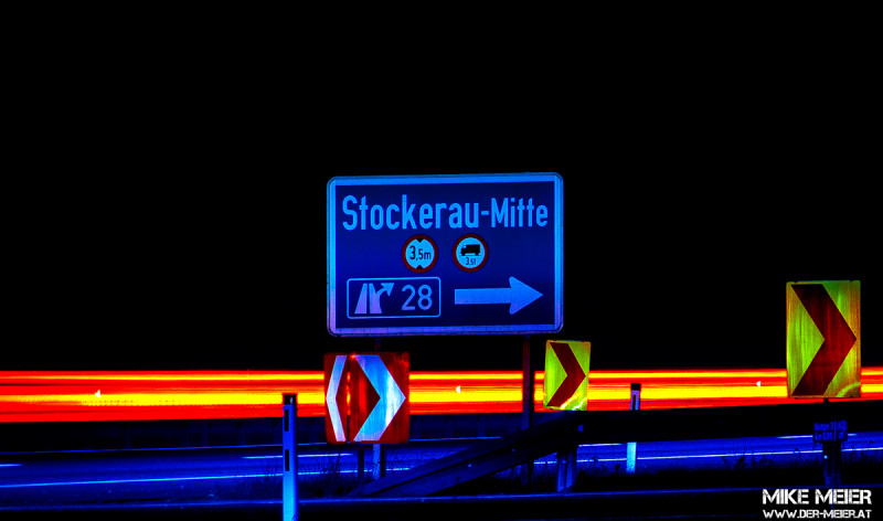 Photowalk durch Stockerau bei Nacht. Kreisverkehr Wolfikstraße / Copyright: Mike Meier